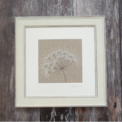 cow_parsley_on_beige_cp84i